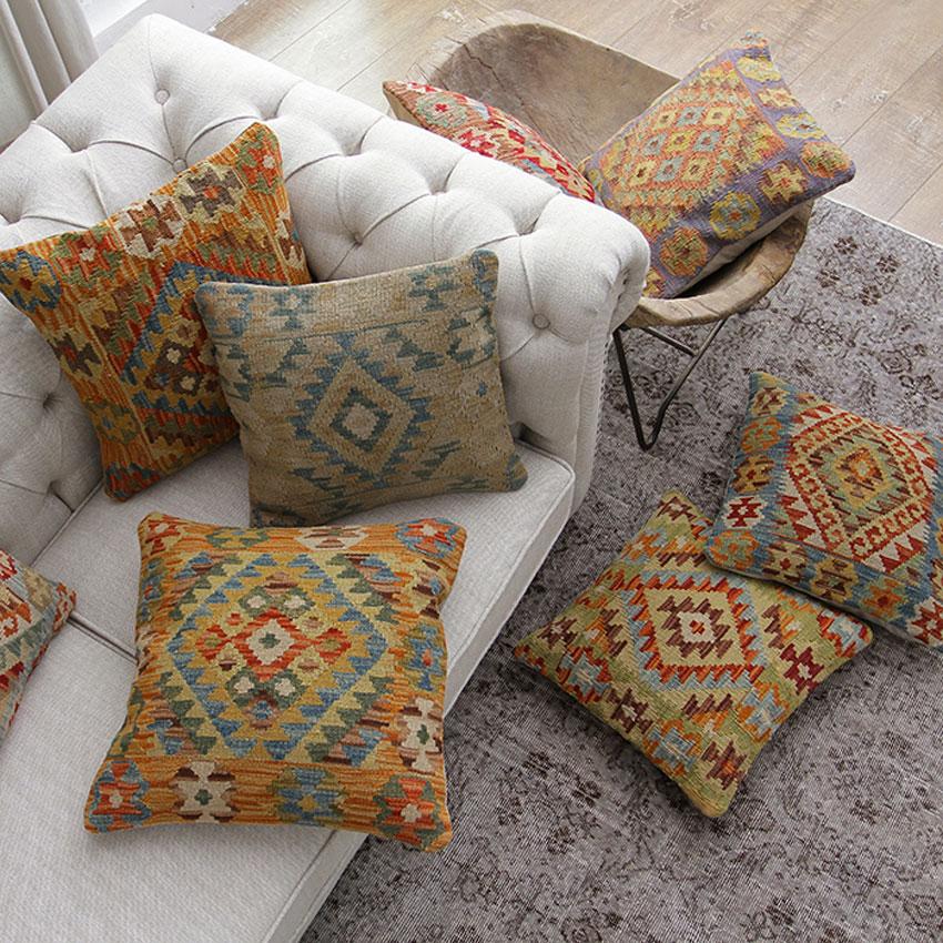 Cuscini per divani e arredamento